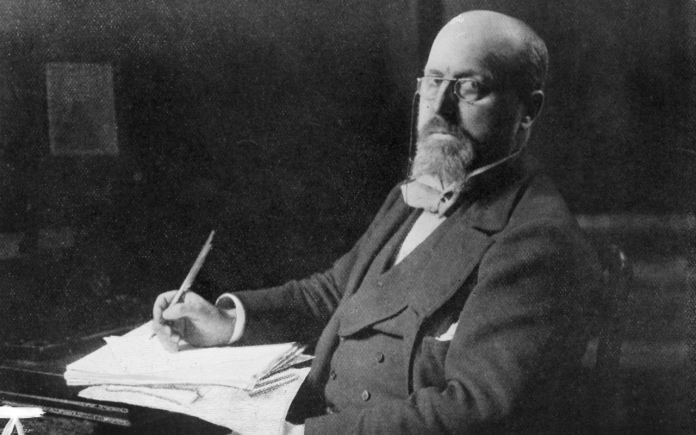 henry-james-at-his-desk-1900